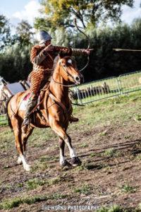 tournoi chevalerie joute equestre cavalier carolingien